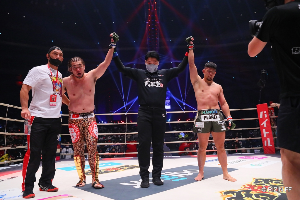 Youtuber Shibatar fought to a draw against HIROYA in an exhibition bout. (© RIZIN FF)