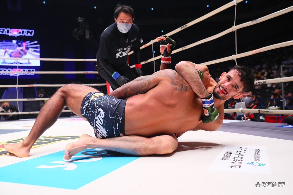 Former KSW Champion Kleber Koike submitted Kyle Aguon in his RIZIN debut (© RIZIN FF)