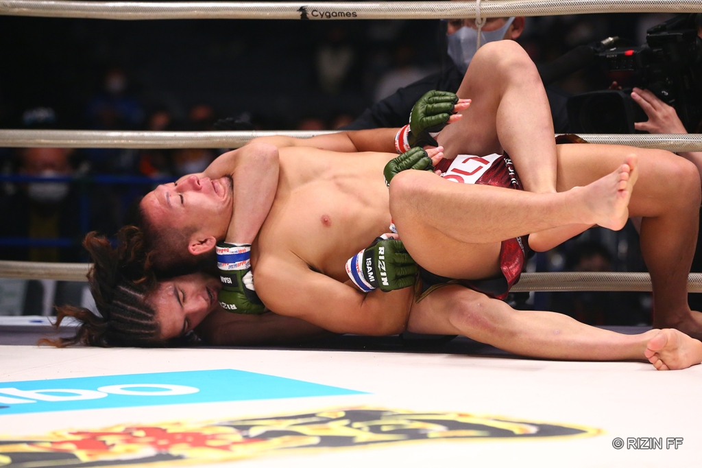 Naoki Inoue secured a first-round rear naked choke to defeat Yuki Motoya (© RIZIN FF)