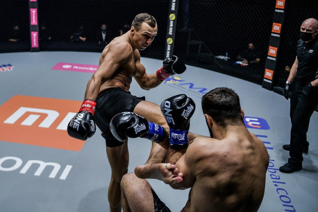 Roman Kryklia controlled Andrei Stoica through all five rounds of action (ONE Champinship)