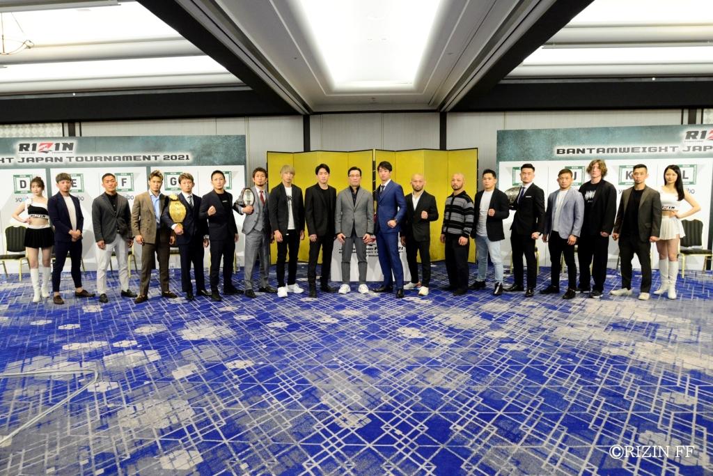 The lineup for RIZIN's Japan Grand Prix pose with CEO Nobuyuki Sakakibara
