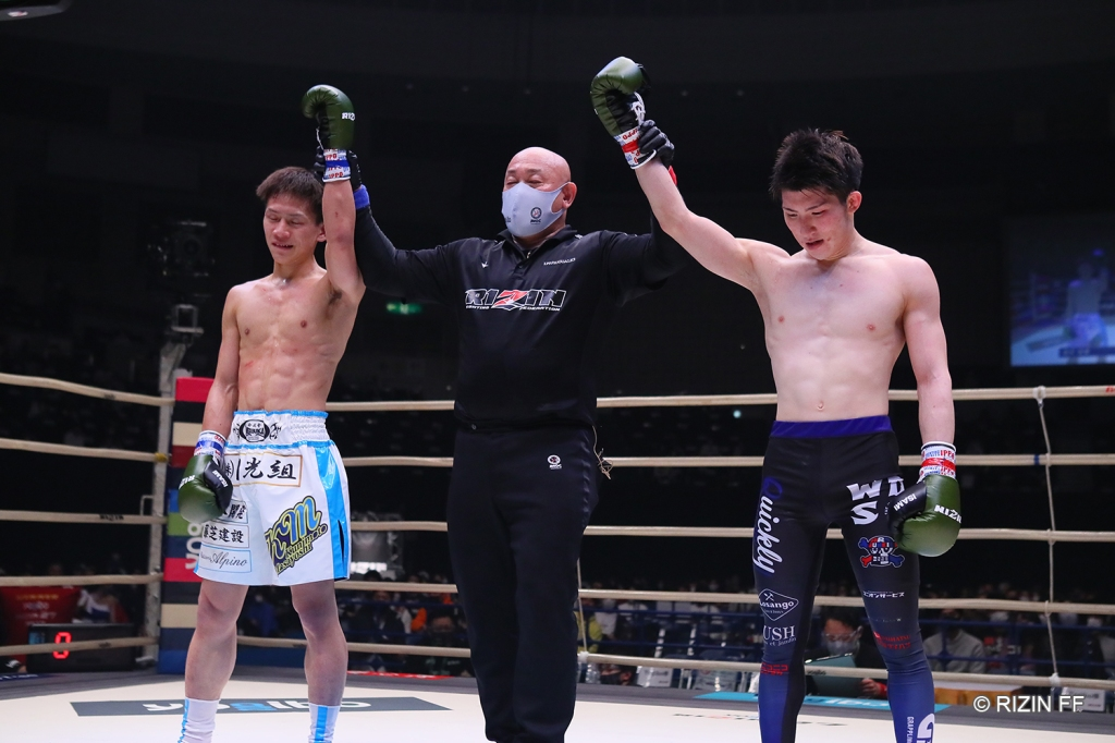 Shuto Sato and Masayoshi Kunimoto both get their arms raised in a draw decision.