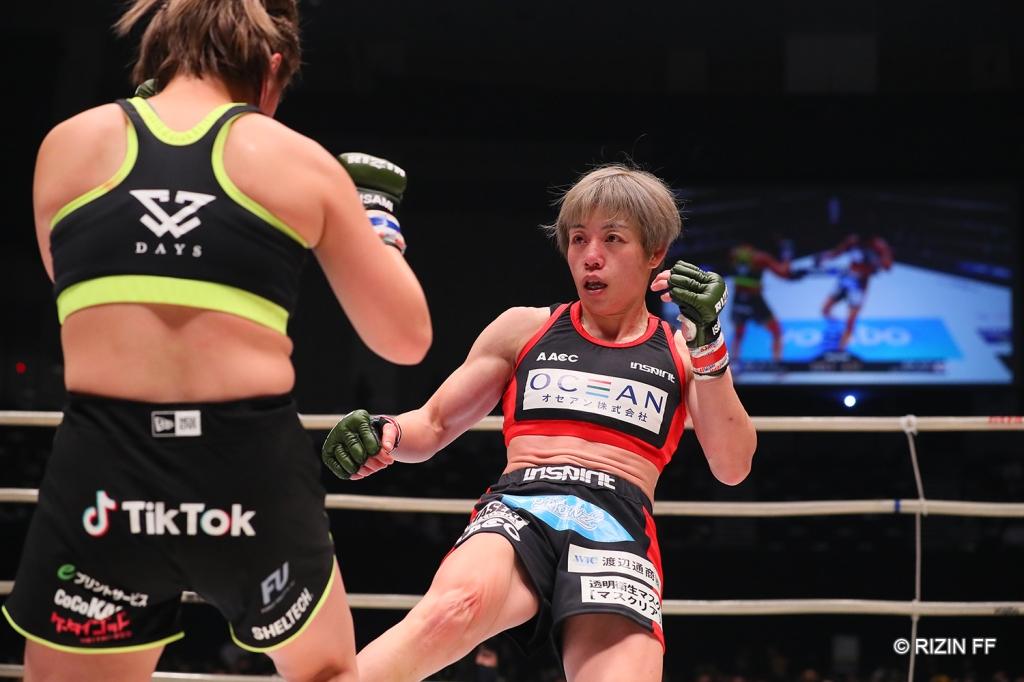 Ayaka Hamasaki throws a leg kick at Kanna Asakura