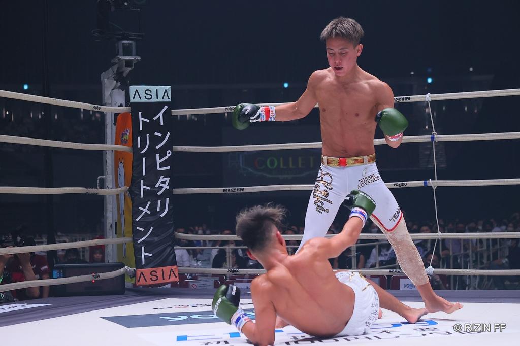 Seiki Ueyama stands over Jyosei Izumi after scoring a knockdown.