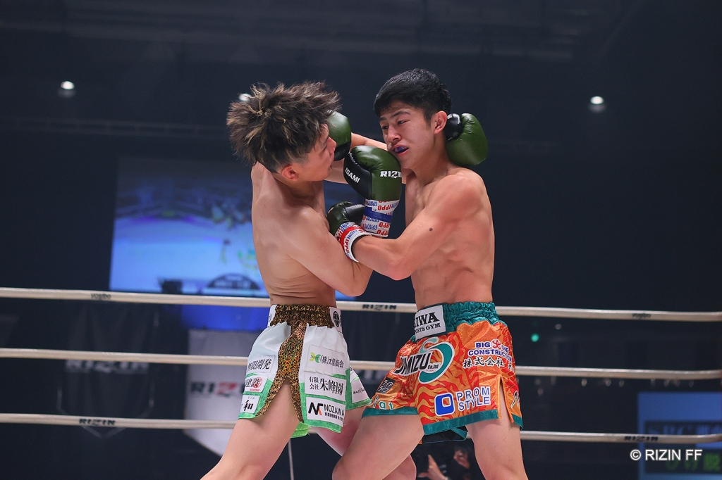 Yoshinari Nadaka in a clinch with Chikai