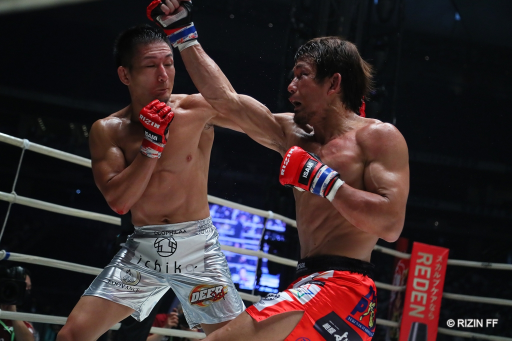 Ryo Okada and Yuki Motoya trade punches.
