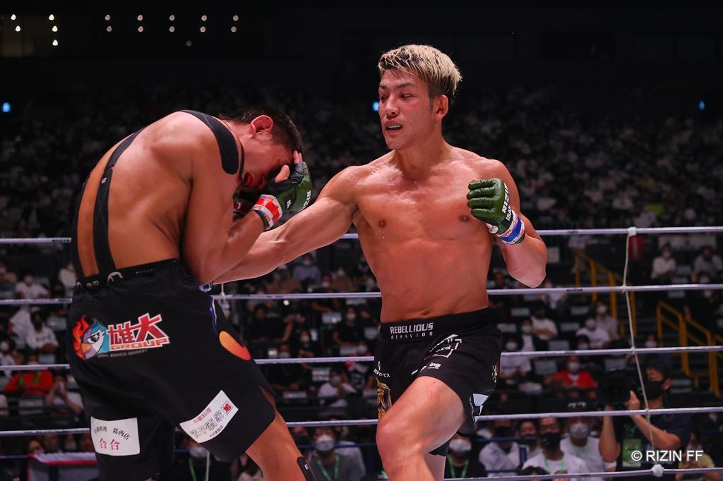 Yoshinori Horie throws a right hook to the body of Ulka Sasaki.